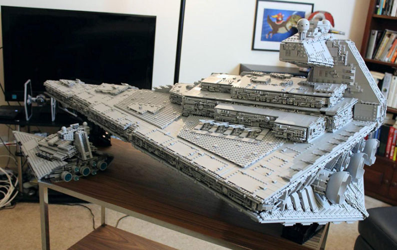 star-wars-ce-fan-a-recree-un-imperial-star-destroyer-en-lego-mesurant-14-m-pour-32-kg01