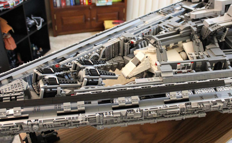 star-wars-ce-fan-a-recree-un-imperial-star-destroyer-en-lego-mesurant-14-m-pour-32-kg02