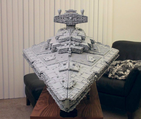 star-wars-ce-fan-a-recree-un-imperial-star-destroyer-en-lego-mesurant-14-m-pour-32-kg04