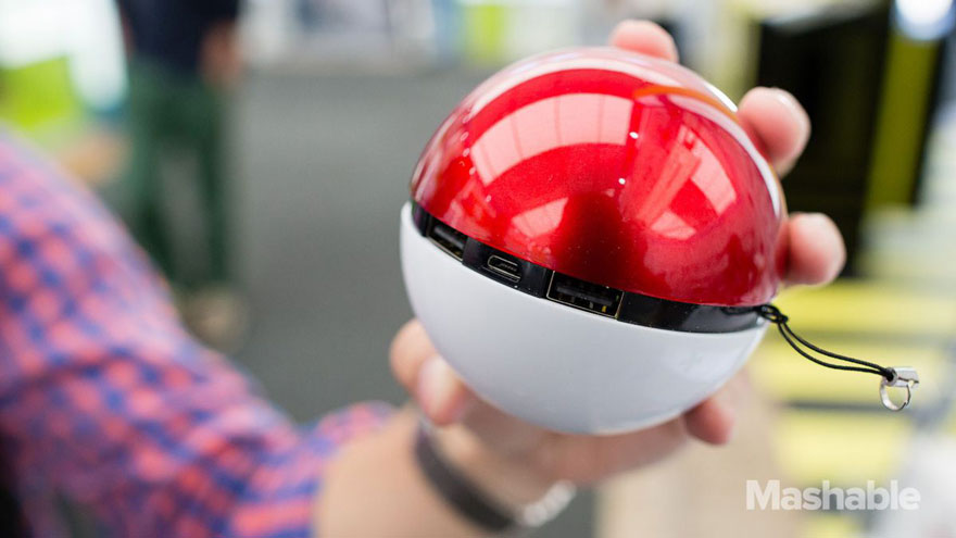 batterie-externe-pokemon-go-pokeball-2